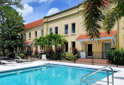 Villas On Laurel